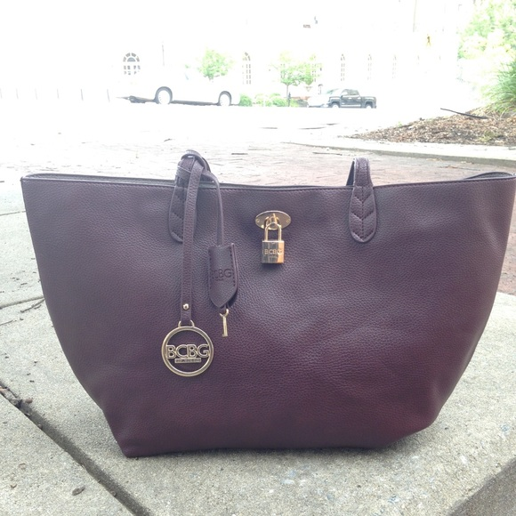 BCBG Handbags - BCBG Tote with gold tone hardware